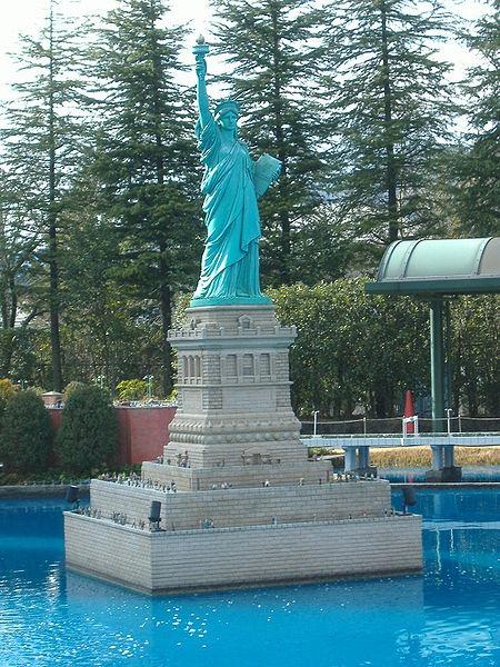 حديقة باليابان فيها نماذج مصغره العالم tobu-world-square%20